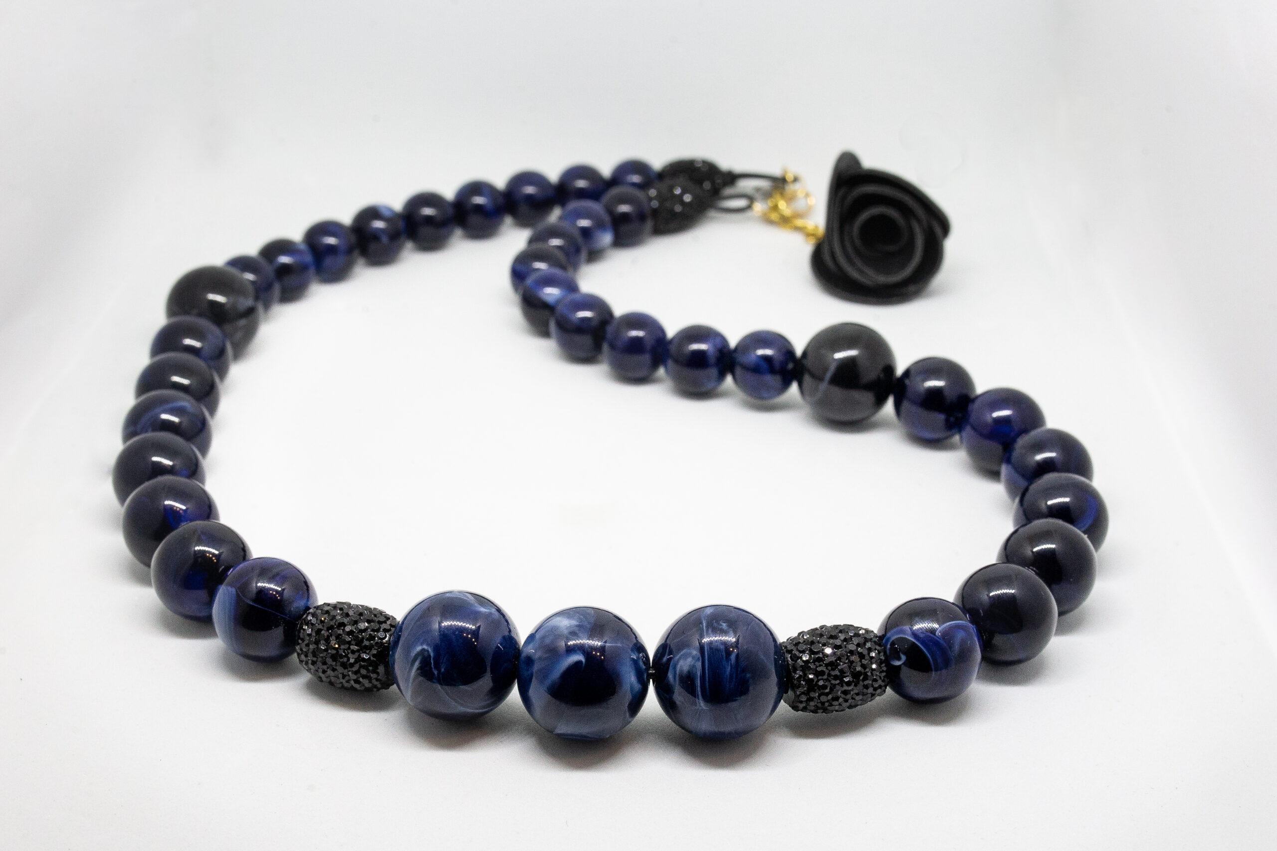 Collana Rosa Nera sfere blu